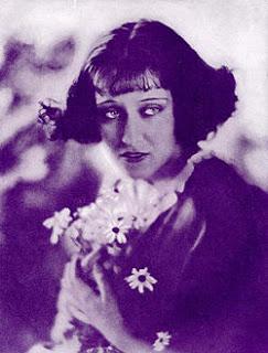 250px-gloria_swanson_1921